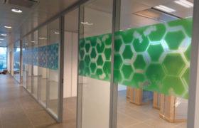 raamfolie glazenwand kantoor